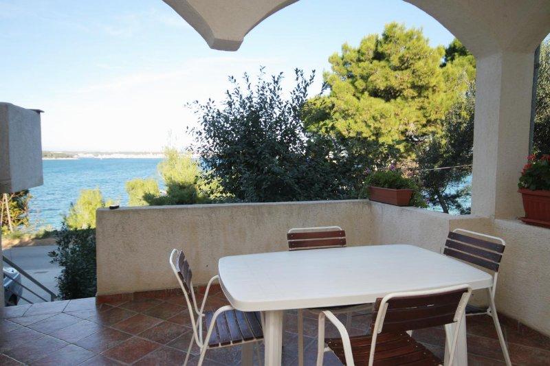 Tkon Apartment Sleeps 4 with Air Con - 5464990, vacation rental in Zizanj Island