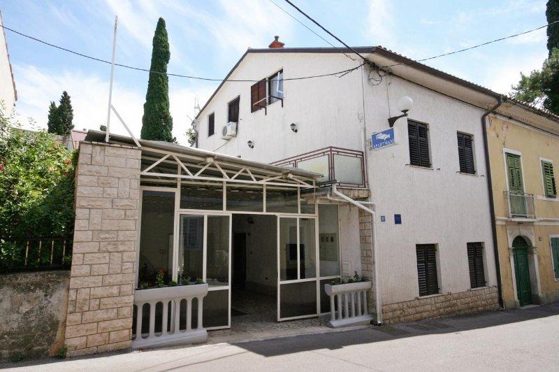 Two bedroom apartment Selce, Crikvenica (A-3240-b), aluguéis de temporada em Selce