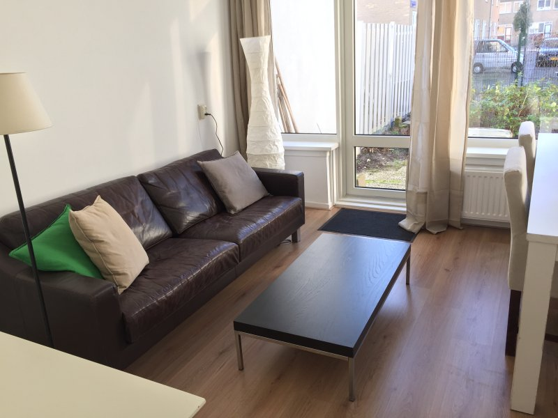 Comfortable and spacious house with sunny garden and Free Parking, vacation rental in Sloten