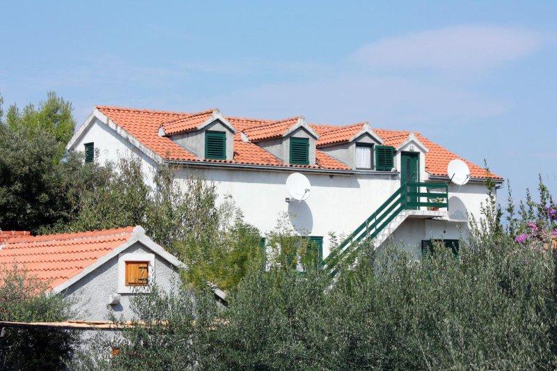 Three bedroom apartment Mirca, Brač (A-5655-a), alquiler de vacaciones en Sumpetar