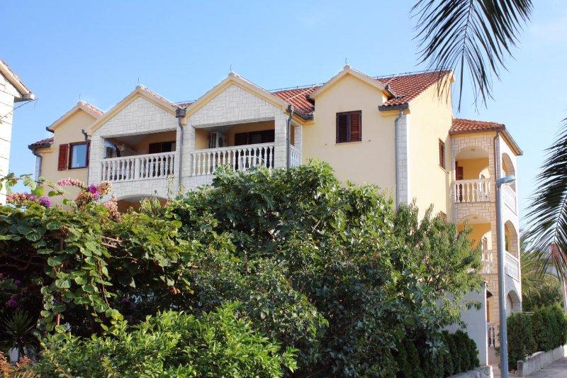 Two bedroom apartment Supetar, Brač (A-5663-a), alquiler de vacaciones en Sumpetar