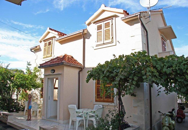 One bedroom apartment Supetar, Brač (A-6037-b), holiday rental in Sumpetar