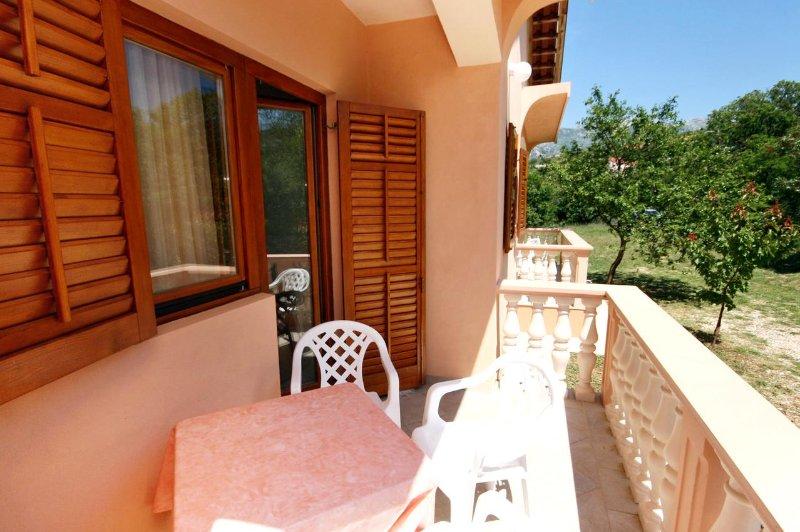 Provalija Apartment Sleeps 2 with Air Con - 5465530, vacation rental in Rovanjska