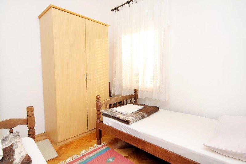 2 dormitorios, superficie: 9 m²