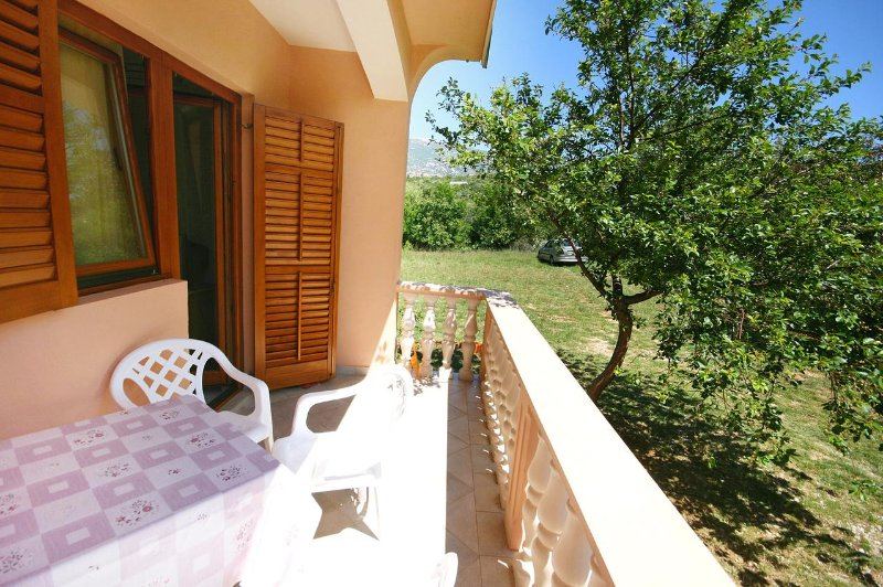 Provalija Apartment Sleeps 4 with Air Con - 5465527, vacation rental in Rovanjska