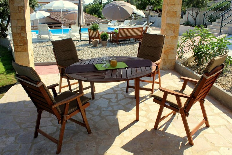 Cosino Apartment Sleeps 4 with Pool and Air Con - 5465447, vacation rental in Posedarje