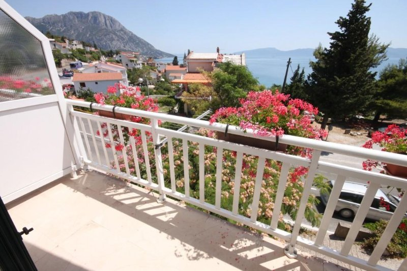 Selo Apartment Sleeps 8 with Air Con - 5466622, vacation rental in Vrgorac
