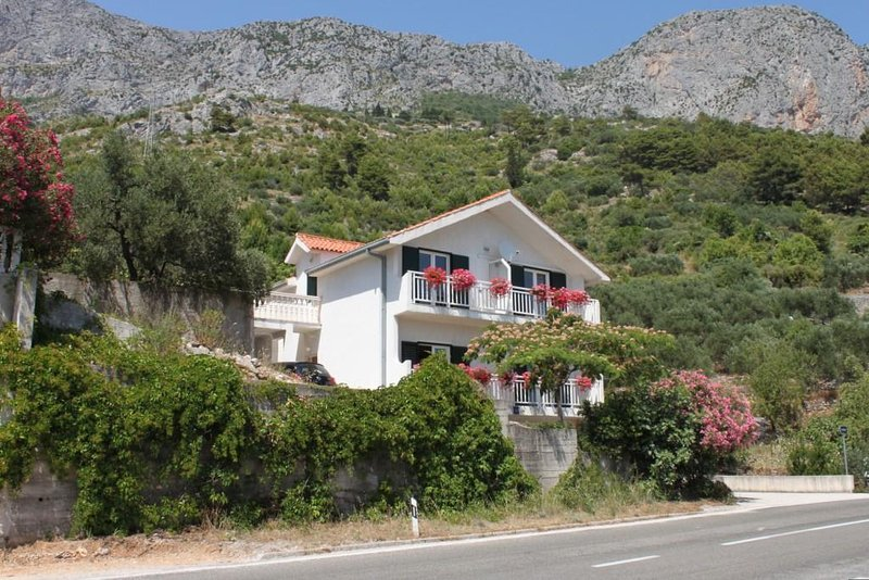 Three bedroom apartment Brist, Makarska (A-6813-a), vakantiewoning in Brist