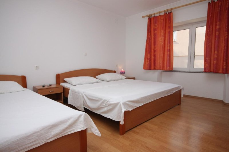 Kolan Apartment Sleeps 6 with Air Con - 5465796, vacation rental in Zubovici