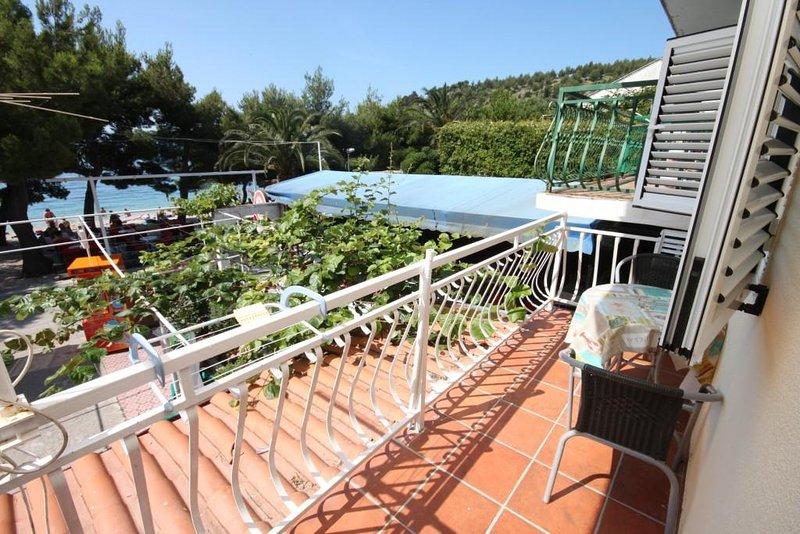 Donja Vala Apartment Sleeps 3 with Air Con - 5466382, casa vacanza a Drvenik