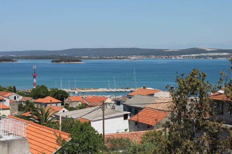 Tkon Apartment Sleeps 4 with Air Con - 5465534, vacation rental in Zizanj Island