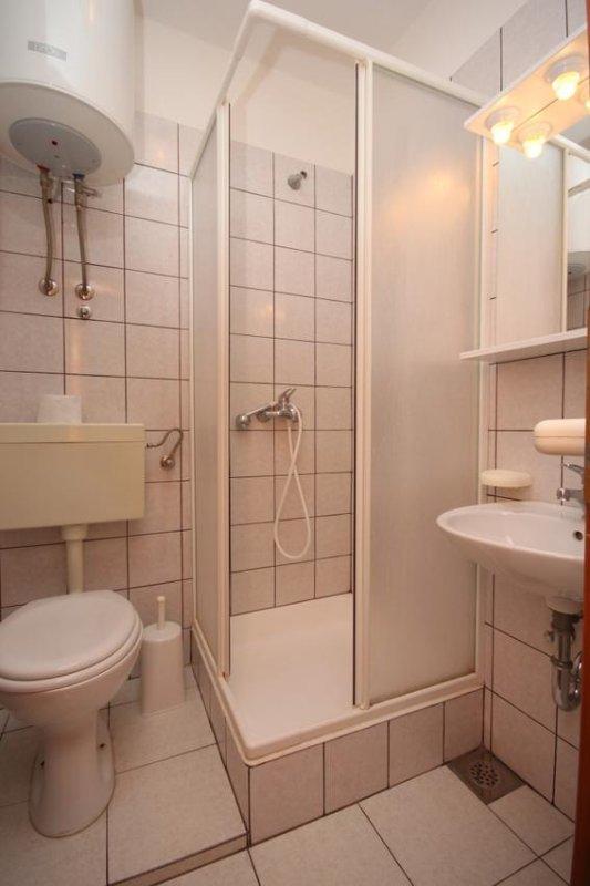 Badezimmer, Oberfläche: 2 m²