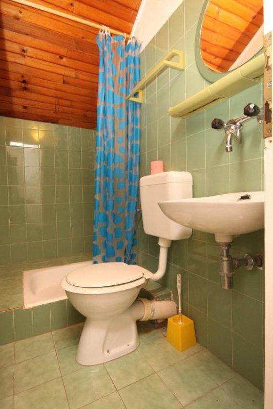 Bathroom 2, Surface: 3 m²