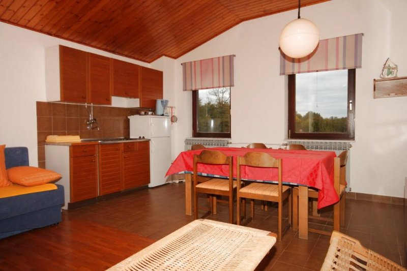 Manjadvorci Apartment Sleeps 6 with Air Con - 5467238, holiday rental in Manjadvorci