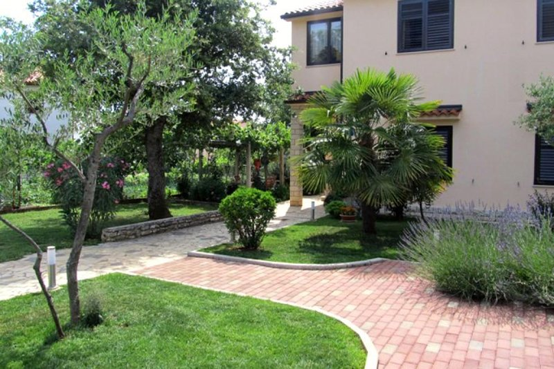 Kukci Apartment Sleeps 2 with Air Con - 5466992, holiday rental in Kukci
