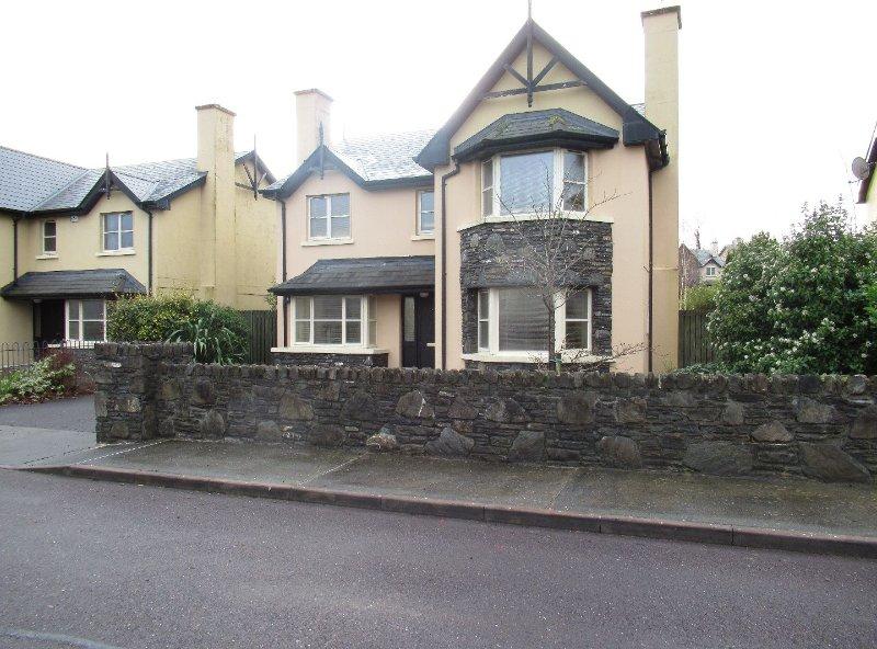 4 Bedroom luxury holiday home on the wild atlantic way in Kenmare, vacation rental in Kenmare