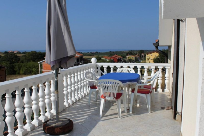 Filipac Apartment Sleeps 5 with Air Con - 5466865, holiday rental in Buzinija