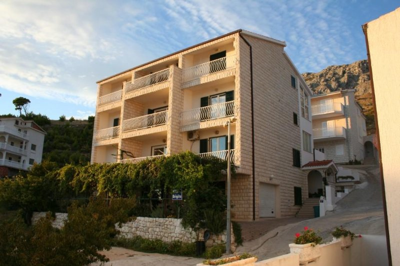 Duce Apartment Sleeps 4 with Air Con - 5467358, alquiler de vacaciones en Duce