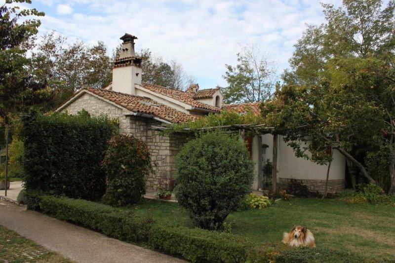 Martinski Holiday Home Sleeps 8 with Air Con - 5467219, alquiler de vacaciones en Ruzici