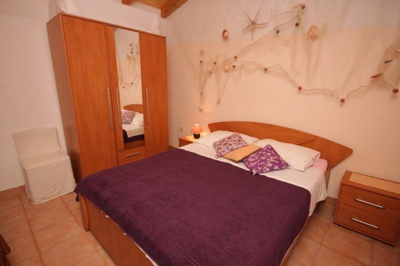 Pomer Apartment Sleeps 4 - 5467195, vacation rental in Pomer