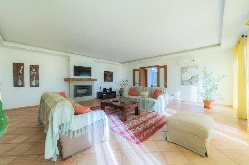 Paraiso Villa Sleeps 6 with Pool and Air Con - 5574458, holiday rental in Pechao