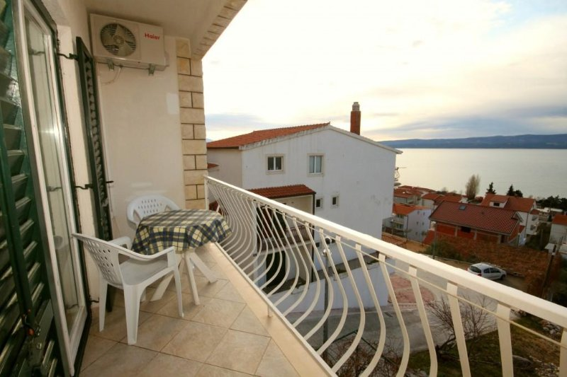 Duce Apartment Sleeps 5 with Air Con - 5467359, holiday rental in Duce