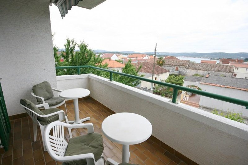Turanj Apartment Sleeps 5 with Air Con - 5465973, holiday rental in Turanj