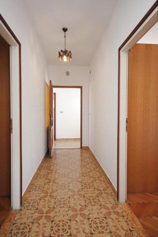 Hallway 1, Surface: 9 m²