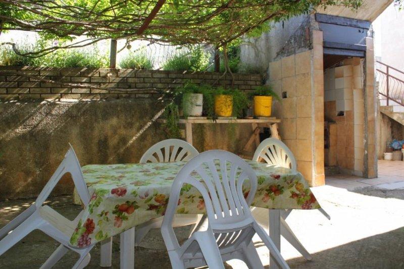 Vintijan Apartment Sleeps 4 with Air Con - 5467492, holiday rental in Vintijan
