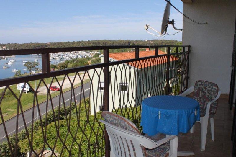 Vintijan Apartment Sleeps 4 with Air Con - 5467491, holiday rental in Vintijan
