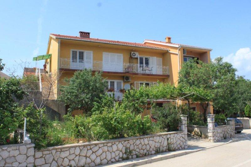 Two bedroom apartment Cres (A-7994-a), casa vacanza a Cres