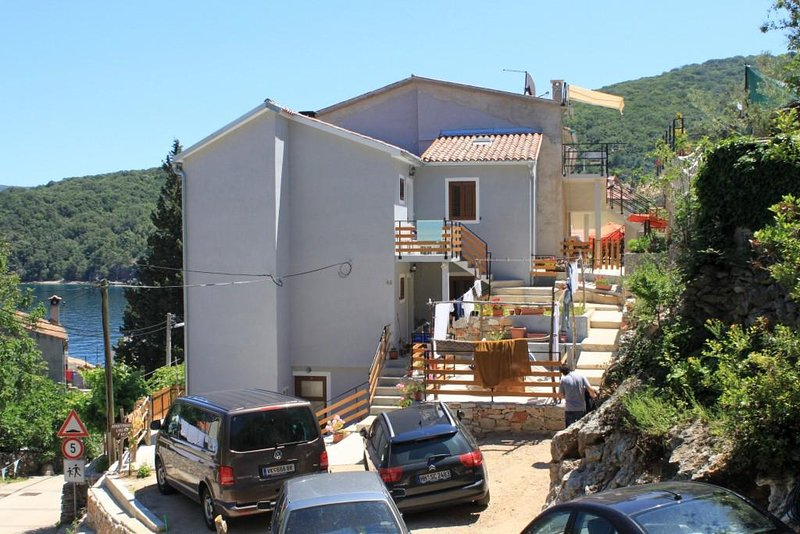 Two bedroom apartment Valun, Cres (A-8081-a), holiday rental in Valun