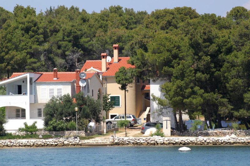 One bedroom apartment Verunić, Dugi otok (A-8103-c), casa vacanza a Veli rat