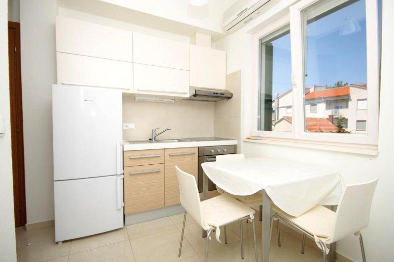 Verunic Apartment Sleeps 2 with Air Con - 5467911, casa vacanza a Veli rat