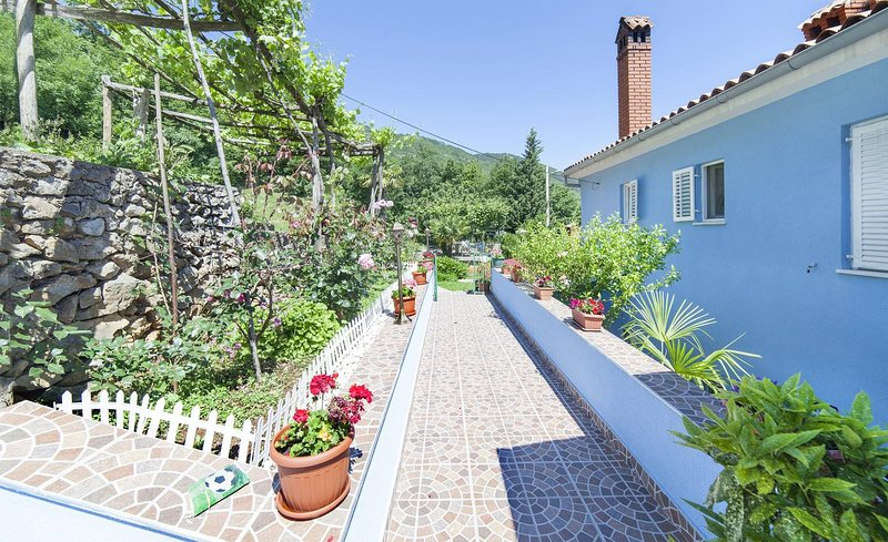 Brsec Apartment Sleeps 3 with Air Con - 5467622, holiday rental in Kozljak