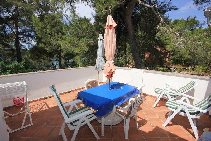 Mali Losinj Apartment Sleeps 5 with Air Con - 5467731, holiday rental in Cunski