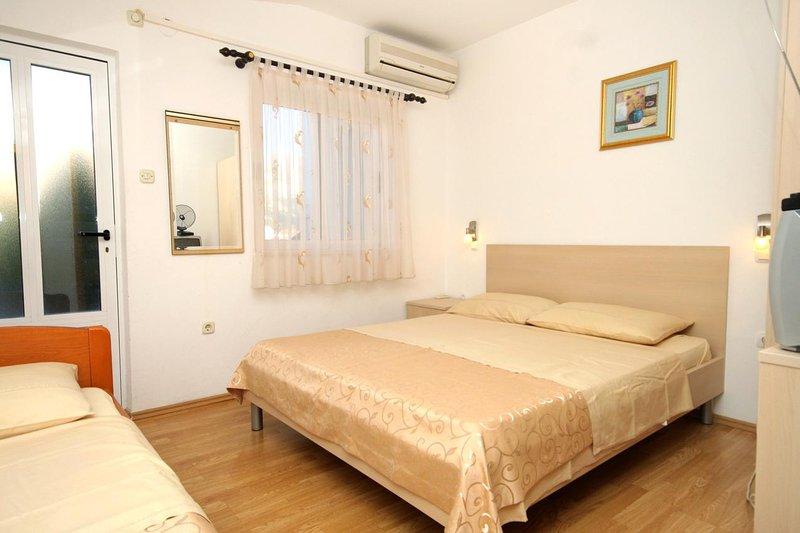 Grgurici Apartment Sleeps 3 with Air Con - 5460415, location de vacances à Sipanska Luka