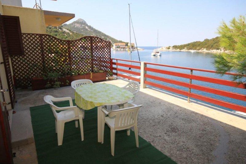 Lastovo Apartment Sleeps 5 with Air Con - 5468265, alquiler de vacaciones en Lastovo