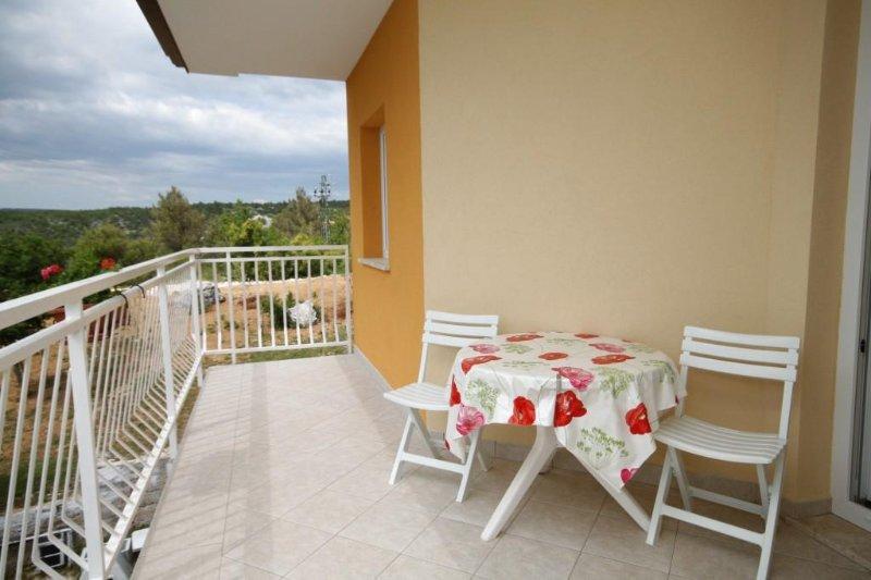 Ubasico Apartment Sleeps 5 with Air Con - 5467503, location de vacances à Trget