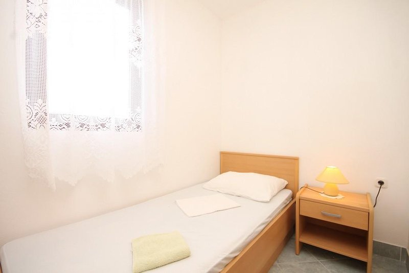 Bedroom 2, Surface: 5 m²