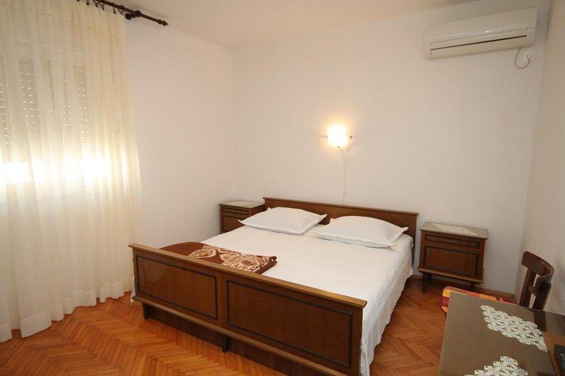 Schlafzimmer 1, Oberfläche: 15 m²