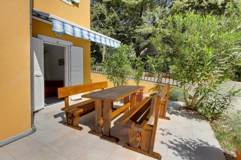 Cunski Apartment Sleeps 4 with Air Con - 5467822, vakantiewoning in Susak
