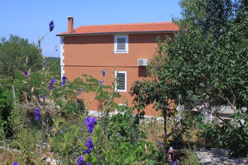 Zman Apartment Sleeps 3 with Air Con - 5467949, holiday rental in Zman