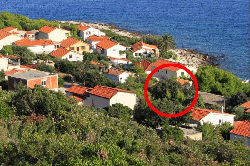 Two bedroom apartment Milna, Vis (A-8943-a), location de vacances à Milna