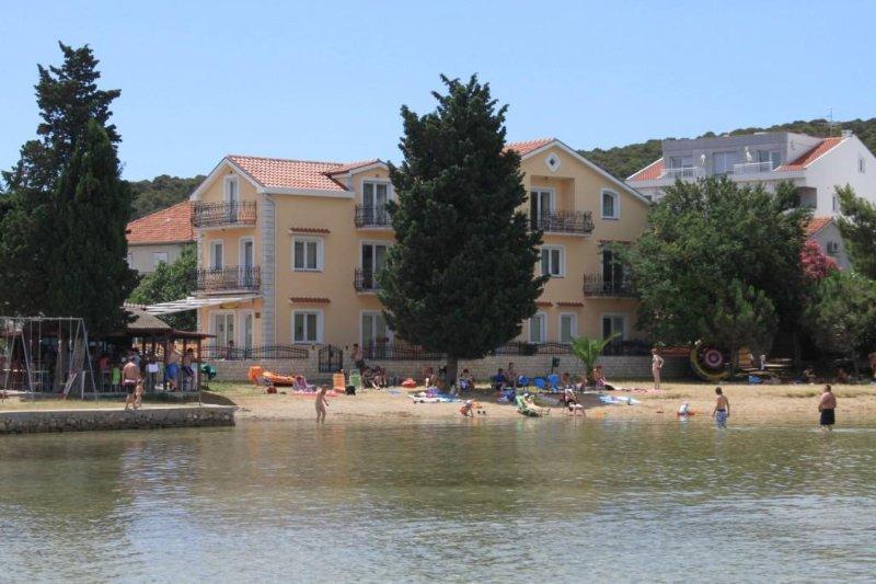 One bedroom apartment Kraj, Pašman (A-3460-f), holiday rental in Tkon