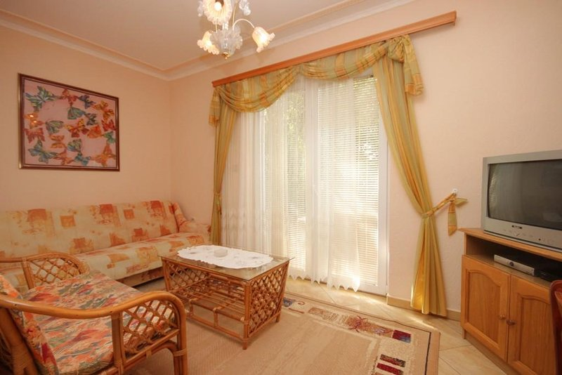 Ugrinici Apartment Sleeps 3 with Air Con - 5462073, holiday rental in Kraj