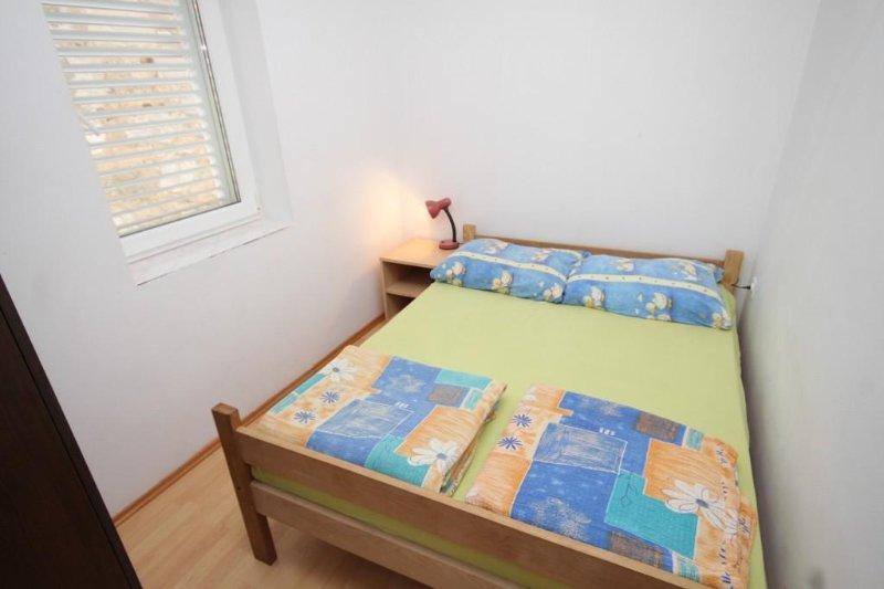 Schlafzimmer 1, Oberfläche: 6 m²