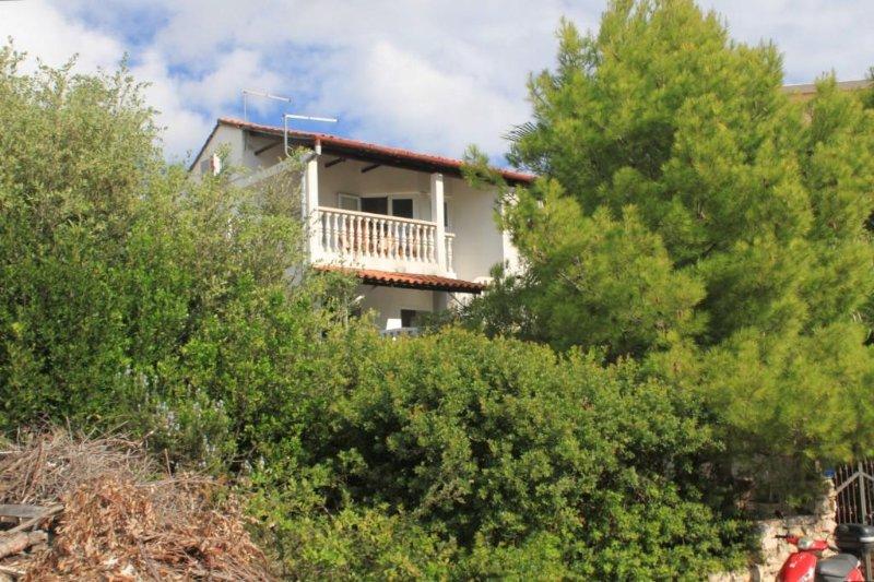 Two bedroom apartment Milna, Vis (A-8895-a), location de vacances à Milna
