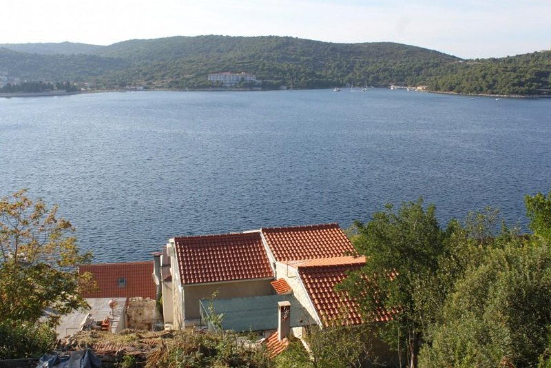 Two bedroom apartment Vis (A-8526-a), holiday rental in Vis