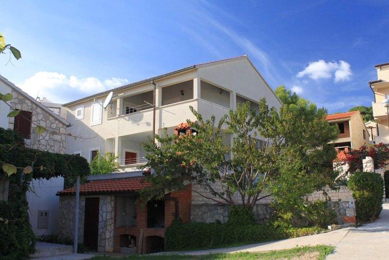 Three bedroom apartment Milna, Vis (A-8896-b), alquiler vacacional en Milna